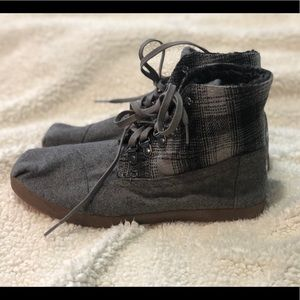 Toms Gray Suede Boots